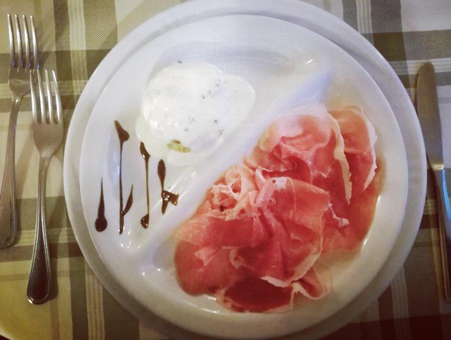 """""""Bossolein"""" prosciutto crudo di S. Rhemy en Bosses con Flan di Verdure e fonduta di Parmigiano"""