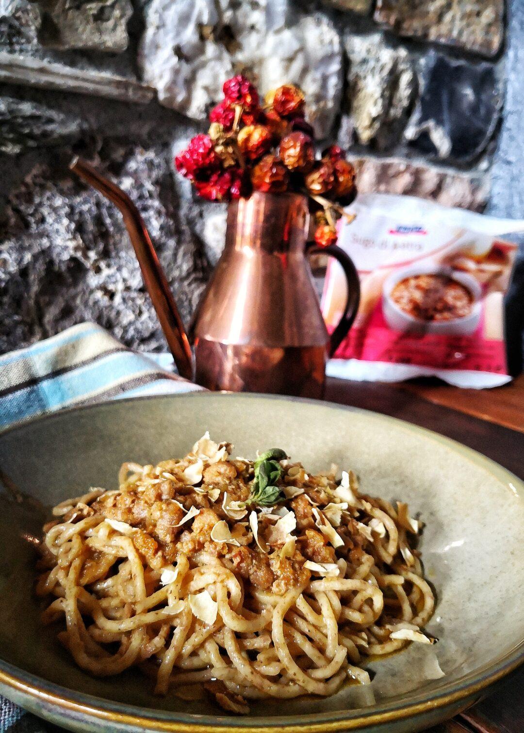 Spaghetti caserecci con farina di castagne e sugo di anatra
