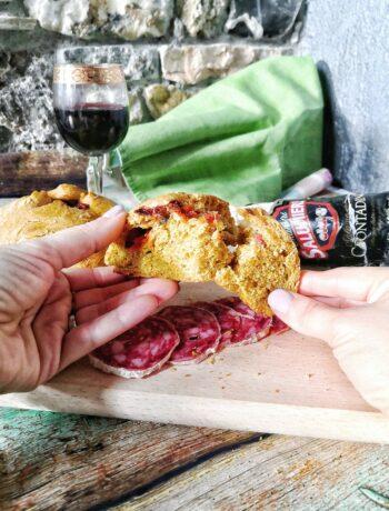 Pane di burro d'alpeggio alla zucca con ripieno goloso al Salame Contadino e Bleu d'Aoste