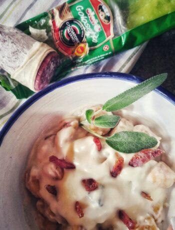 Gnocchi di zucca con crema al parmigiano e salame croccante